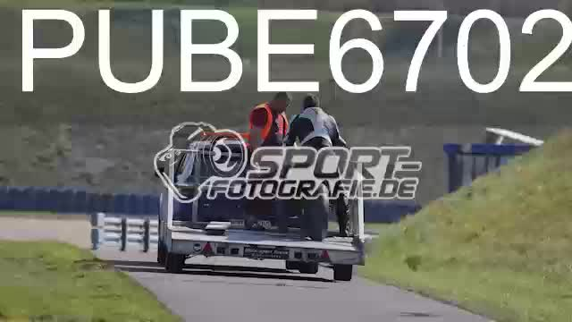 PUBE6702_1  00:05
