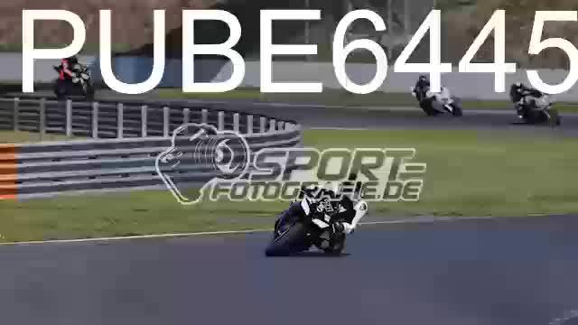 PUBE6445_1  00:06