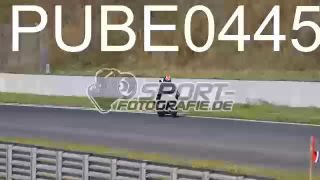 PUBE0445_1  00:05