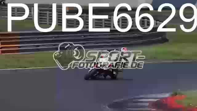 PUBE6629_1  00:05