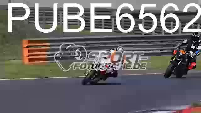 PUBE6562_1  00:06