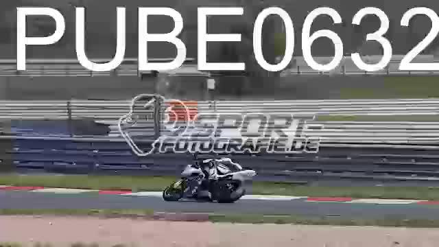 PUBE0632_1  00:06
