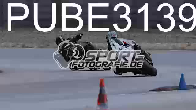 PUBE3139_1  00:06