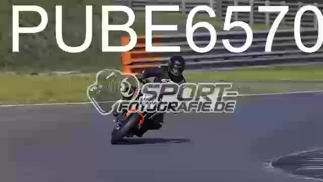 PUBE6570_1  00:04